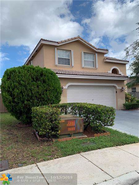 10541 SW 14th Ct, Pembroke Pines, FL 33025 (MLS #F10199295) :: The Howland Group
