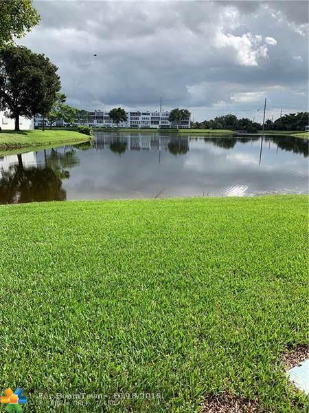 1108 S Oakridge V #1108, Deerfield Beach, FL 33442 (#F10199341) :: Weichert, Realtors® - True Quality Service