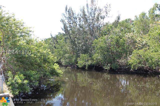 2425 NW 9th Ter, Wilton Manors, FL 33311 (MLS #F10212230) :: Castelli Real Estate Services
