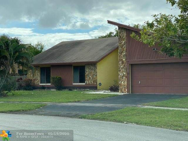 5421 NW 84th Ave, Lauderhill, FL 33351 (MLS #F10217562) :: Green Realty Properties
