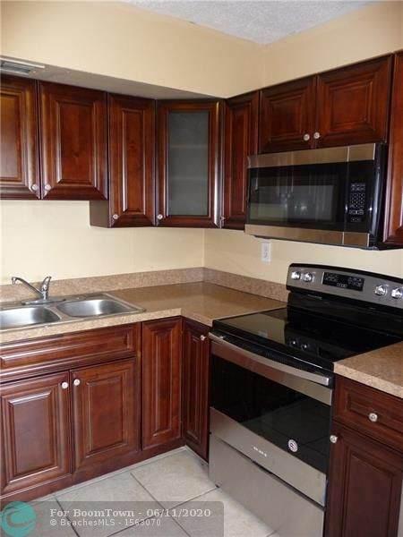 3600 NW 21st St #407, Lauderdale Lakes, FL 33311 (MLS #F10233690) :: Green Realty Properties