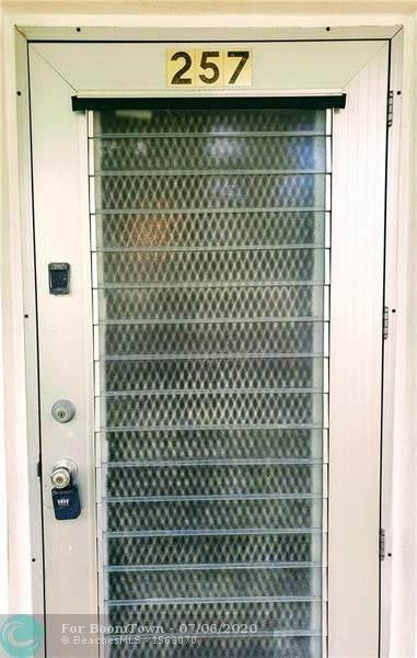 257 Windsor L #257, West Palm Beach, FL 33417 (MLS #F10237464) :: Berkshire Hathaway HomeServices EWM Realty