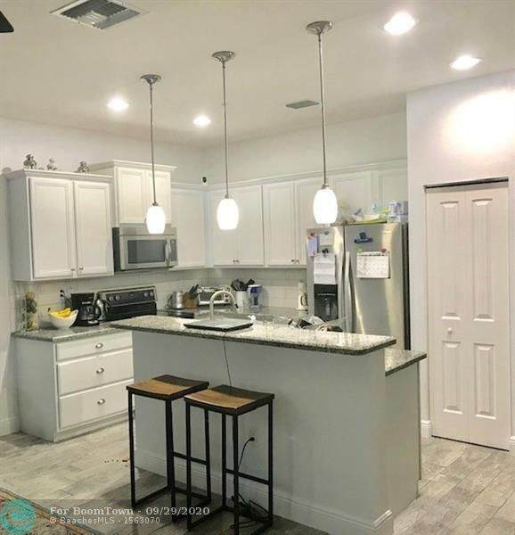 614 SW 2nd Ave #614, Pompano Beach, FL 33060 (MLS #F10251196) :: Green Realty Properties