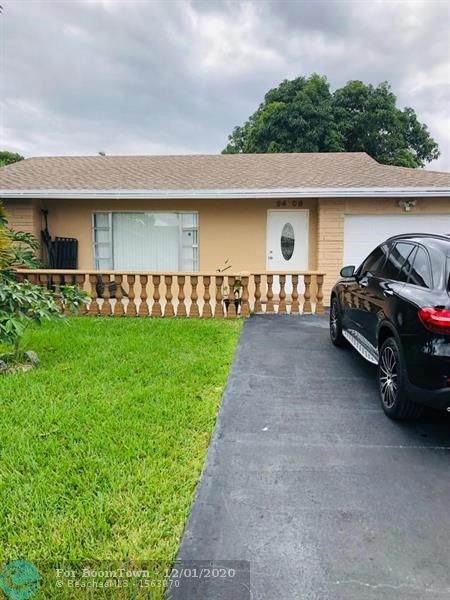 9408 NW 72nd Ct, Tamarac, FL 33321 (MLS #F10260642) :: United Realty Group