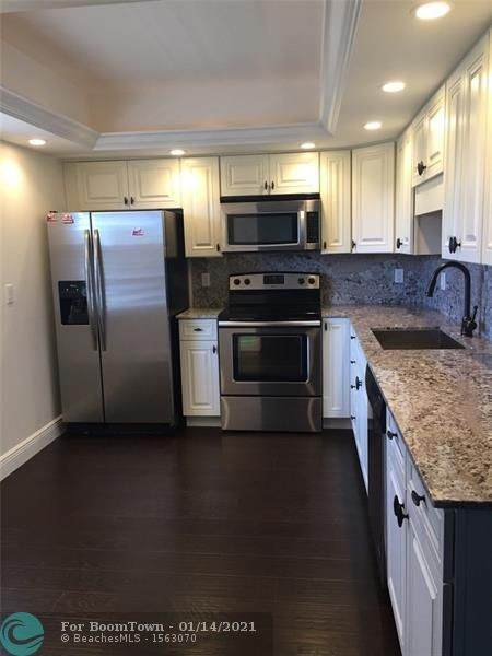 3850 Oaks Clubhouse Drive #407, Pompano Beach, FL 33069 (MLS #F10265845) :: Patty Accorto Team