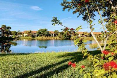 108 Lake Evelyn Drive #108, West Palm Beach, FL 33411 (MLS #F10270193) :: Green Realty Properties