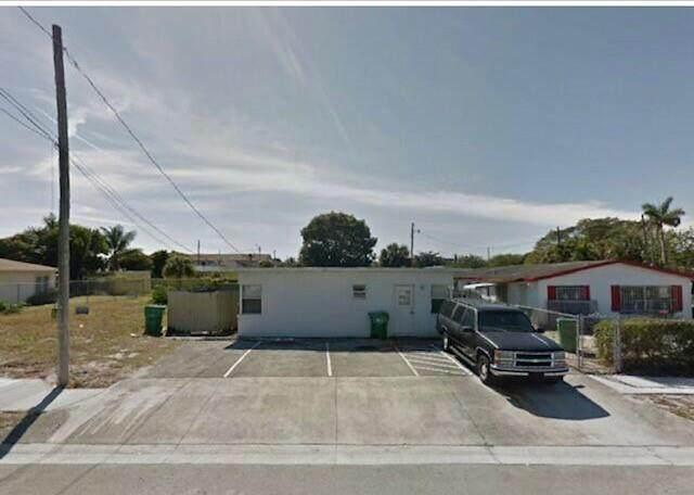 657 W 7th St, Riviera Beach, FL 33404 (#F10272997) :: Real Treasure Coast