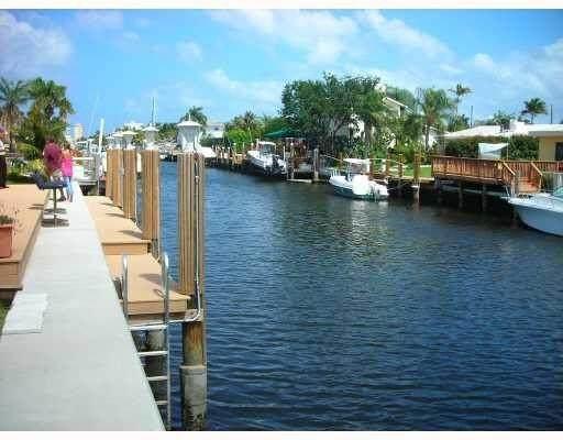 2232 SE 10th Ct, Pompano Beach, FL 33062 (MLS #F10273179) :: Castelli Real Estate Services