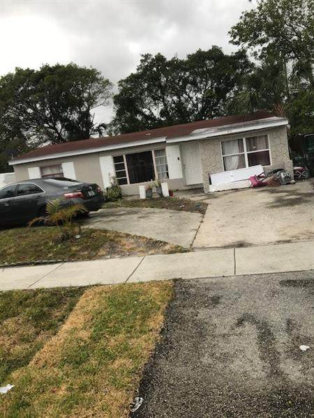 431 NW 39th Ave, Lauderhill, FL 33311 (MLS #F10279135) :: Berkshire Hathaway HomeServices EWM Realty