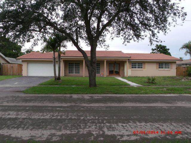 7021 NW 5th St, Plantation, FL 33317 (MLS #F10280028) :: The Howland Group