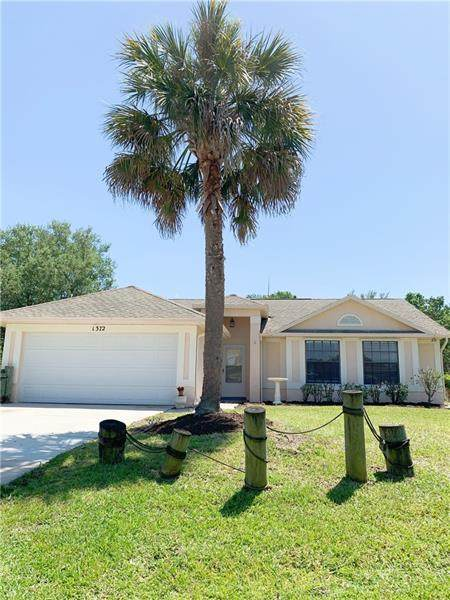 1372 SW Sudder Ave, Port Saint Lucie, FL 34953 (MLS #F10280215) :: Berkshire Hathaway HomeServices EWM Realty