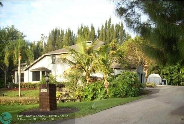 4351 SW 102nd Ave, Davie, FL 33328 (MLS #F10283572) :: Patty Accorto Team