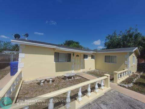513 SW 71st Ave, North Lauderdale, FL 33068 (MLS #F10283597) :: Berkshire Hathaway HomeServices EWM Realty
