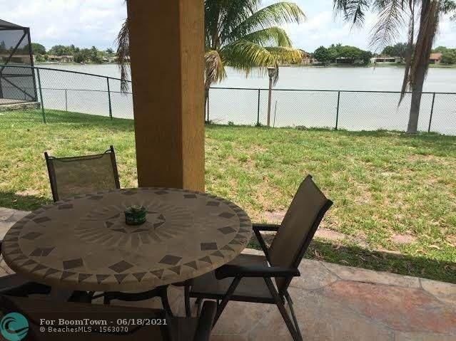 8641 NW 4th St, Pembroke Pines, FL 33024 (MLS #F10289480) :: United Realty Group