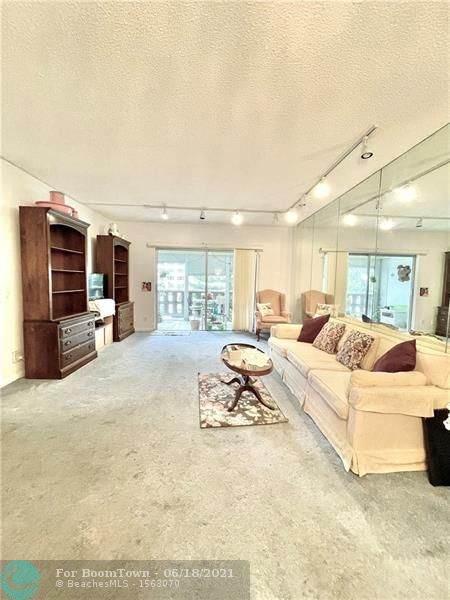 4330 Hillcrest Dr #212, Hollywood, FL 33021 (MLS #F10289589) :: Castelli Real Estate Services