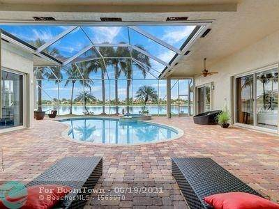15647 SW 20th St, Davie, FL 33326 (MLS #F10289638) :: Green Realty Properties