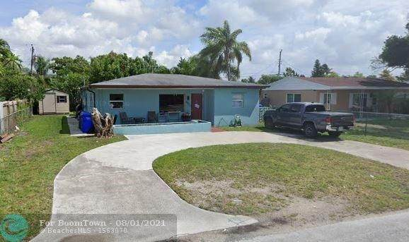 6325 Grant St, Hollywood, FL 33024 (MLS #F10295230) :: Berkshire Hathaway HomeServices EWM Realty