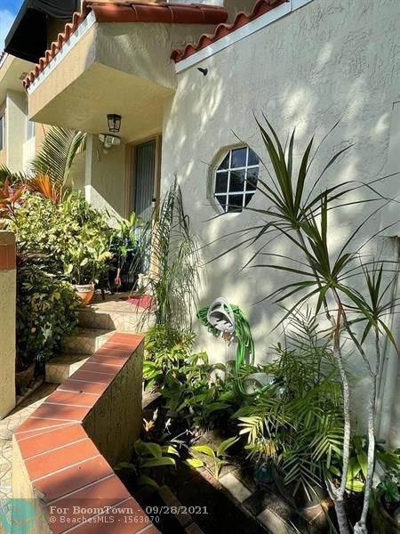 7881 NW 7th Ct, Plantation, FL 33324 (MLS #F10302214) :: Green Realty Properties