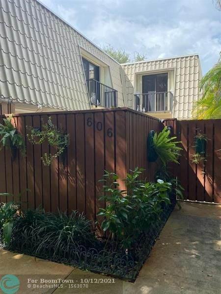 1700 Embassy Dr, West Palm Beach, FL 33401 (MLS #F10304117) :: Green Realty Properties
