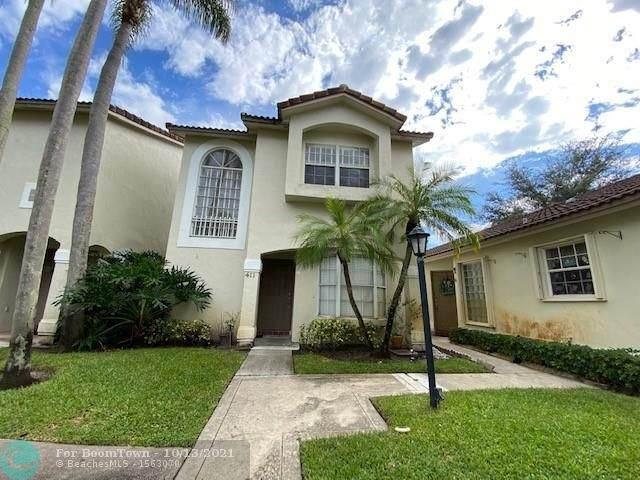 411 NW 108 Ter #411, Pembroke Pines, FL 33026 (MLS #F10304154) :: Castelli Real Estate Services