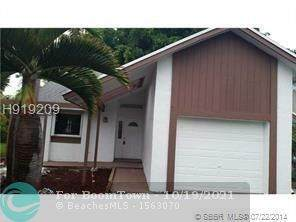 3913 NW 72nd Ln, Coral Springs, FL 33065 (MLS #F10305098) :: The Mejia Group | LoKation Real Estate