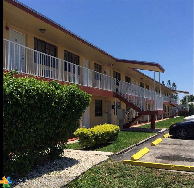 2918 Jackson St, Hollywood, FL 33020 (MLS #H10667393) :: Lucido Global
