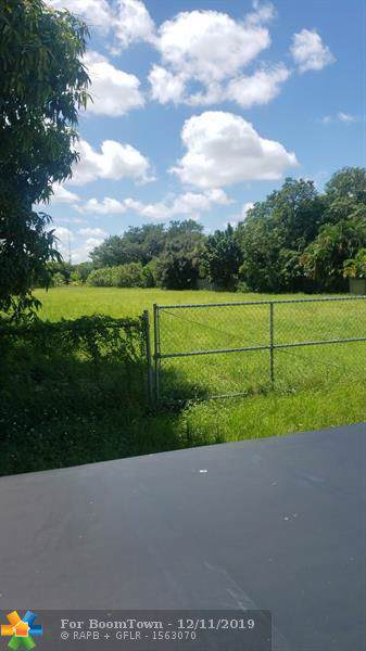 2000 NW 28th St, Oakland Park, FL 33311 (MLS #H10757952) :: Castelli Real Estate Services