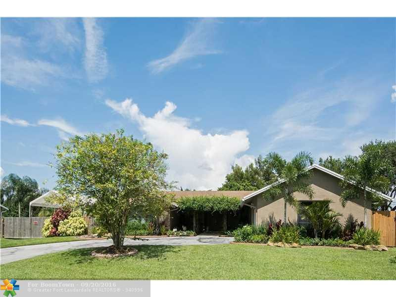 11261 NW 27th St, Plantation, FL 33323 (MLS #F10031350) :: United Realty Group