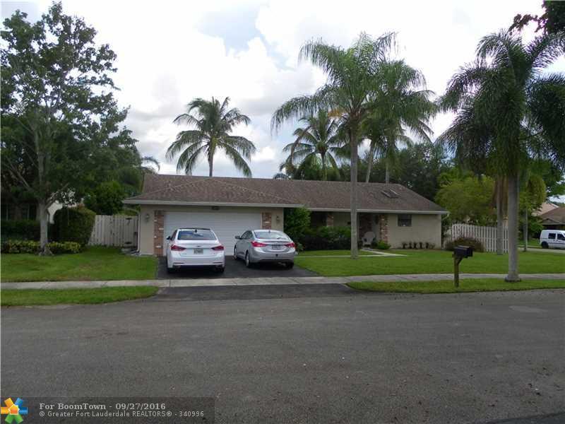 14601 Highland Springs Ct, Davie, FL 33325 (MLS #F10032521) :: United Realty Group