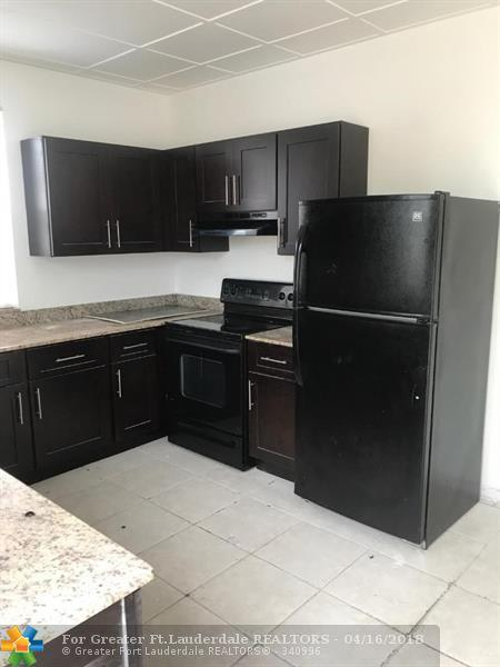 571 W 6th St, West Palm Beach, FL 33404 (MLS #F10079642) :: Green Realty Properties