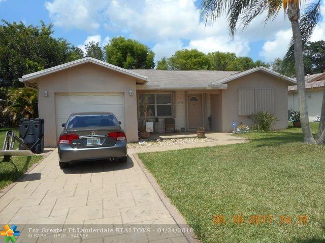 10709 NW 81st St, Tamarac, FL 33321 (MLS #F10118158) :: Green Realty Properties