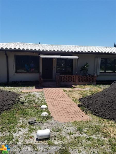 800 SW 13th Ct, Pompano Beach, FL 33060 (MLS #F10123973) :: Green Realty Properties