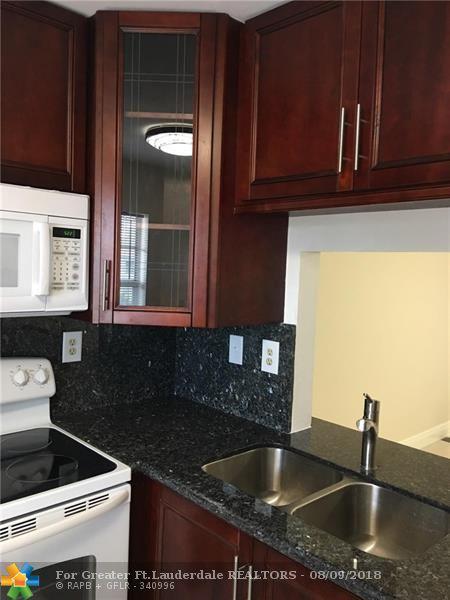 9272 SW 3rd St #414, Boca Raton, FL 33428 (MLS #F10134987) :: Green Realty Properties