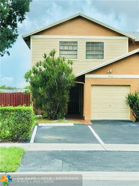 10561 NW 3rd St, Pembroke Pines, FL 33026 (MLS #F10138795) :: Green Realty Properties
