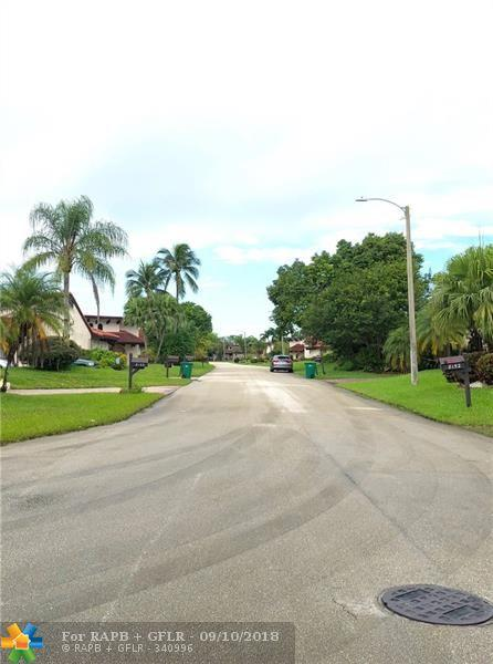 8141 Pine Cir #54, Tamarac, FL 33321 (MLS #F10140036) :: Green Realty Properties