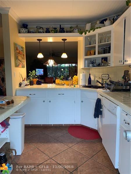 900 SW 12 St #106, Fort Lauderdale, FL 33315 (MLS #F10152414) :: Green Realty Properties