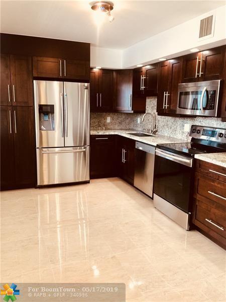 3930 Oaks Clubhouse Dr #305, Pompano Beach, FL 33069 (MLS #F10173686) :: Green Realty Properties