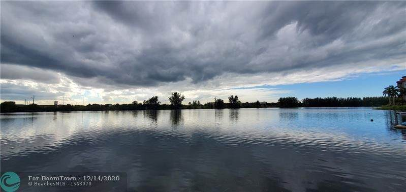1060 Crystal Lake Dr - Photo 1