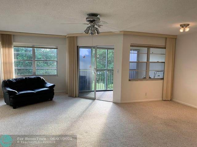 700 SW 128th Ave 404C, Pembroke Pines, FL 33027 (#F10286513) :: The Reynolds Team | Compass