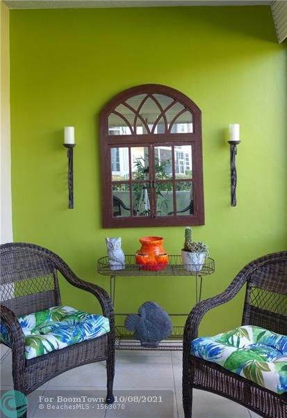 545 Oaks Ln #107, Pompano Beach, FL 33069 (MLS #F10303585) :: Castelli Real Estate Services