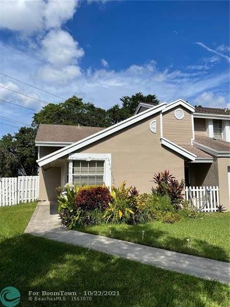 1011 SW 111th Way, Davie, FL 33324 (MLS #F10305106) :: Green Realty Properties