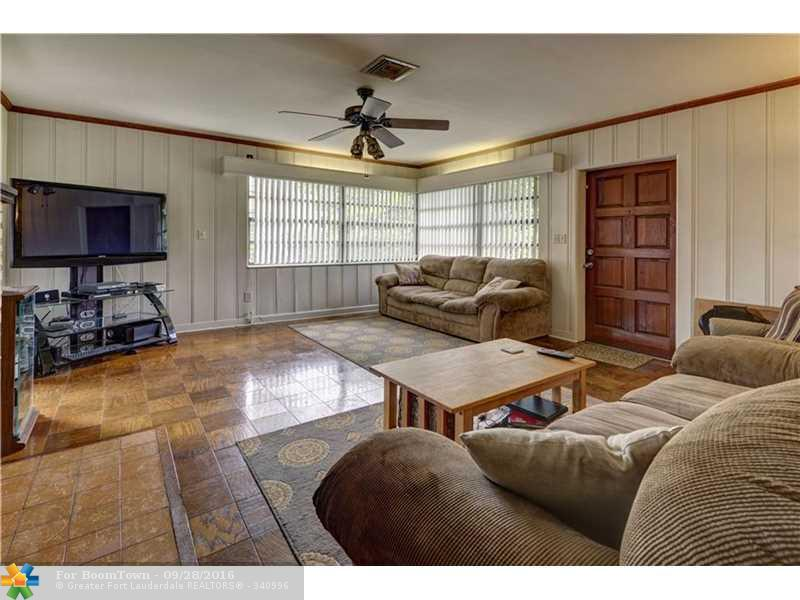 2740 Old Military, West Palm Beach, FL 33417 (MLS #F10032575) :: United Realty Group