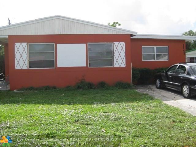 1155 W 27th St, Riviera Beach, FL 33404 (MLS #F10096988) :: Green Realty Properties