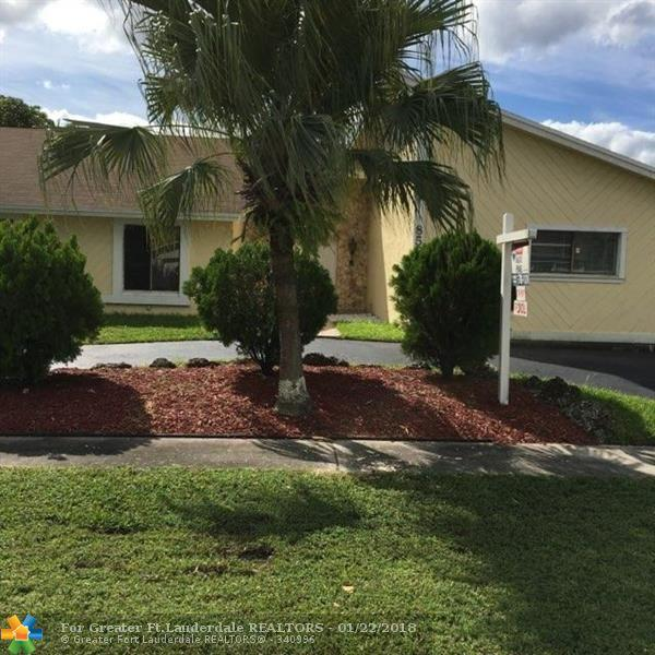 8550 NW 54th St, Lauderhill, FL 33351 (MLS #F10097789) :: Green Realty Properties