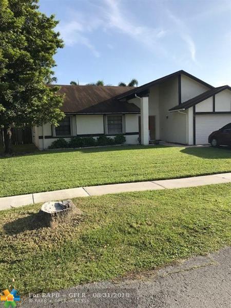 8611 NW 52nd St, Lauderhill, FL 33351 (MLS #F10131547) :: Green Realty Properties