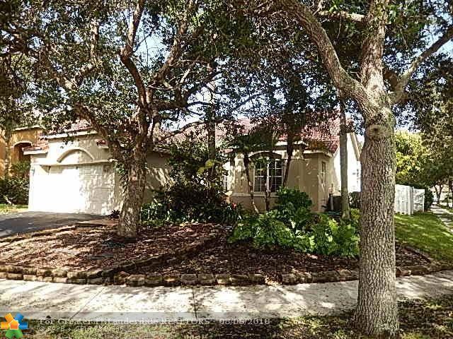 1371 Bayview Cir, Weston, FL 33326 (MLS #F10135318) :: Green Realty Properties