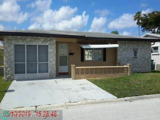 6925 NW 17th Street, Margate, FL 33063 (MLS #F10219725) :: United Realty Group
