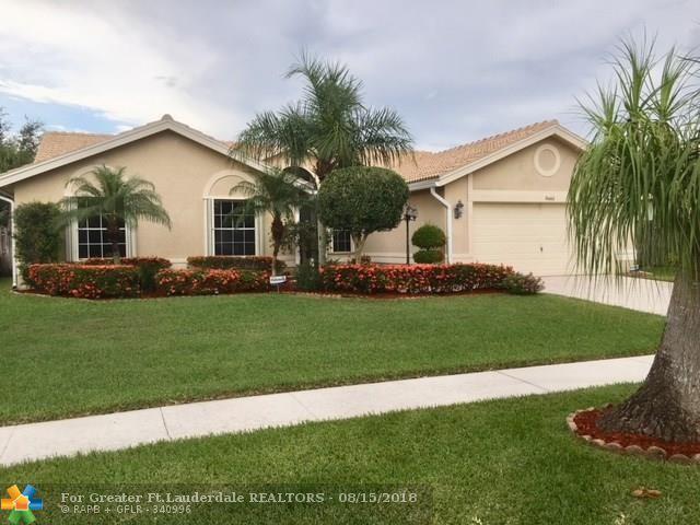 5661 Descartes Cir, Boynton Beach, FL 33472 (MLS #F10133557) :: Green Realty Properties