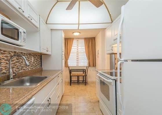 2649 NW 48th Ter #232, Lauderdale Lakes, FL 33313 (MLS #F10237255) :: Berkshire Hathaway HomeServices EWM Realty