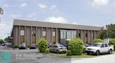 1050 W 15th St, Riviera Beach, FL 33404 (MLS #F10243224) :: Berkshire Hathaway HomeServices EWM Realty